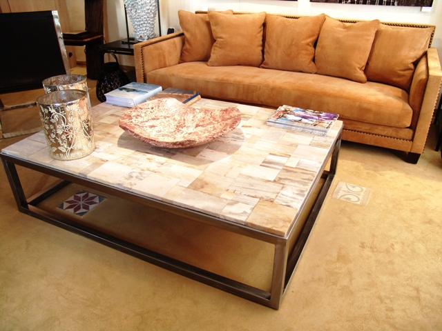 table basse en mosa que de bois fossilis caradesign. Black Bedroom Furniture Sets. Home Design Ideas